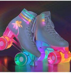 Light up vintage style rollerskates Cute Shoes, Me Too Shoes, 80s Shoes, Unique Shoes, Mode Kawaii, Roller Skating, Roller Skate Party, Roller Disco, Combat Boots