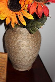Olha só como ficou estes vaso, é super baratinho, ficou linda a customização com barbante.          Já postei como fazer estas flores, t...
