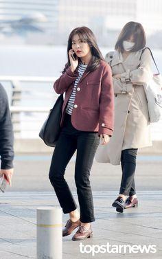 [HD포토] 레드벨벳(Red Velvet) 슬기 '누구랑 통화하는걸까?'  #레드벨벳 #Red Velvet #슬기 #인천국제공항