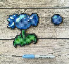 Frozen pea shooter bead sprite. Plants vs Zombies, Perler beads, Hama beads, fuse beads, pixel art.