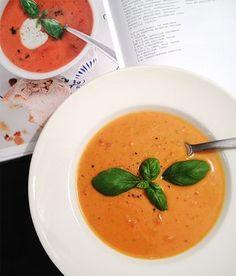 Tomaatti-bataattisoppa