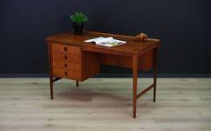 Dwustronne biurko z lat 60 – 70. Wykończone fornirem tekowym. Z przodu 4 szuflady. Z…