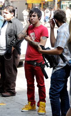pete ur clothes and he's so smal! XD