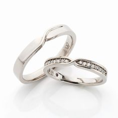 Diamond Infinity Wedding Band - Most guys want to have wedding rings which have a distinct design. Engagement Ring Stores, Engagement Bands, Diamond Engagement Rings, Ring Design Images, Brautring Sets, Diamond Rings, Gemstone Rings, Infinity Ring Wedding, Wedding Ring Designs