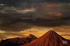Foto de los Volcanes de Colima se observa unos pajaros volando cerca de el crater foto tomada por mi amigo Sergio Velasco (Tapiro) www.volcandecolima.com