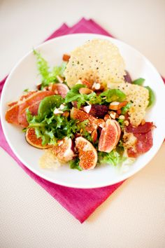 Salad of fresh figs with a crispy jamon and chips parmesan.