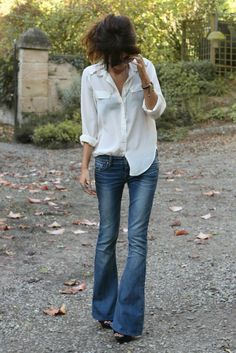 Flare jeans with a white button down shirt;