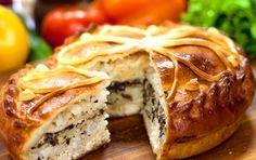 Курник, рецепт которого представлен ниже, это традиционный праздничный пирог русской кухни. Курник обычно подавался на свадьбах или других больших торжествах.