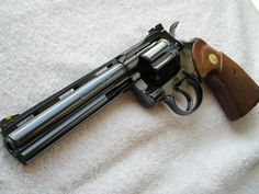 Colt Python Magnum - probably the best feeling revolver ever made! 357 Magnum, Weapons Guns, Guns And Ammo, Rifles, Revolver Rifle, Smith And Wesson Revolvers, Colt Python, Arsenal, Bushcraft