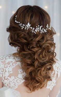 35 Stunning Bridal Hair Vine Ideas | HappyWedd.com #PinoftheDay #stunning #bridal #hair #vine #ideas