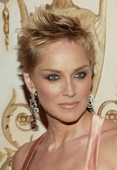 Sharon Stone is known for her beautiful short hairstyles. Here we have handpicked Sharon Stone Short Sharon Stone Short Hair, Sharon Stone Hairstyles, Modern Hairstyles, Pixie Hairstyles, Pixie Haircut, Easy Hairstyles, Straight Hairstyles, Hairstyles 2018, Haircut Styles For Women