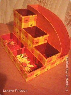 Should you enjoy arts and crafts an individual will appreciate this cool site! Diy Cardboard Furniture, Cardboard Box Crafts, Newspaper Crafts, Cardboard Organizer, Wooden Desk Organizer, Diy Arts And Crafts, Fun Crafts, Diy Desktop, Creative Box
