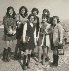 طالبات احدى كليات جامعة بغداد سنة 1975..انظر الجمال الطبيعي والاناقة مع البساطة