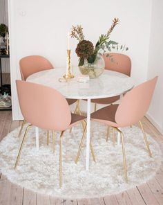 Of Our Favourite Millennial Pink Home Decor Picks Perfect Dining Suites For Luxury Interior! Perfect Dining Suites For Luxury Interior! Luxury Interior, Home Interior Design, Luxury Decor, Small Home Design, Rose Gold Interior, Mansion Interior, Small Space Design, Interior Garden, Interior Doors