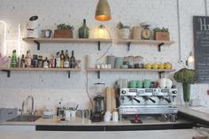 Brunch at Hally's If you are near the New Kings Road this morning check out this Californian inspired hangout in Parsons Green. The place has been beautifully designed by Alexander Waterworth Interiors, the food is delicious, the coffee is freshly...