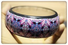 Gorgeous Bracelet Tutorial - Not in English, but pictures are easy to follow.