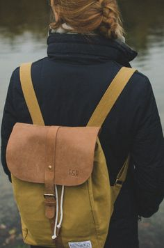 Minimalistic, stylish backpacks made out of canvas and natural leather. Suitable for Streetwear, Boho-Chic, Clubwear, and Preppy. Made for your everyday urban adventure. Fitz & Huxley | Berlin | SOLSTICE macaroon