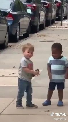 Cute Funny Baby Videos, Cute Funny Babies, Funny Baby Memes, Funny Videos For Kids, Crazy Funny Memes, Funny Video Memes, Funny Kids, Funny Cute, Precious Children