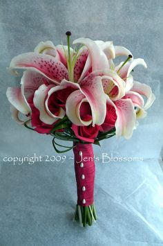 Ginger appropriate bouquet! Stargazer lillies for a Stargazin' girl.  #perfection