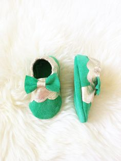 Stella Baby Moccs Suede with Metallic Platinum by Knottytots.