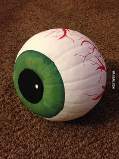 I painted a pumpkin! painted eyeball pumpkin for autumn or fall or halloween. The post I painted a pumpkin! appeared first on Halloween Pumpkins. Adornos Halloween, Fete Halloween, Halloween 2018, Holidays Halloween, Happy Halloween, Halloween Pumpkin Designs, Diy Halloween Eyeballs, Awesome Halloween Costumes, Halloween Bedroom