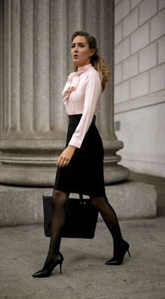 12 Business Woman Casual Outfit Ideas Not to Look Boring #Fashion #Women Outfit #Women Outfit Classy Business Outfits, Summer Business Attire, Classy Outfits, Chic Outfits, Summer Outfits, Beautiful Outfits, Fashionable Outfits, Office Outfits Women, Mode Outfits