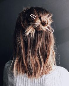 Hair Styles 2018 Easy styling for a lazy Friday! It's the weekend Discovred by : Byrdie Beauty Messy Hairstyles, Pretty Hairstyles, Hairstyle Ideas, Hair Inspo, Hair Inspiration, Grunge Hair, Hair Day, Gorgeous Hair, Amazing Hair