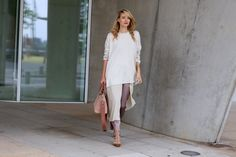 Oversized sweater x Layers - leonie hanne – haute couture Sweater Layering, Beige Sweater, Leonie Hanne, Trousers Fashion, Duster Coat, Layers, White Dress, Sweaters, How To Wear