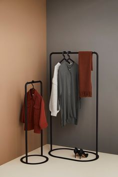 Clothing Store Interior, Boutique Interior, A Boutique, Rack Design, Stand Design, Standing Clothes Rack, Clothes Stand, Clothes Racks, Metal Clothes Rack