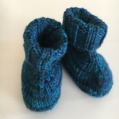 THESE are the ones with the cool knitted bottoms. Ravelry: Baby Hausschuhe pattern by Ines M. Baby Knitting, Crochet Baby, Knit Crochet, Ravelry, Slippers, Pattern, Crocheting, Babies, Other