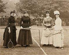 Señoras partido de tenis c.1880s (Imagen cortesía de la Galería del Traje) Período de fotos de joven en ropa deportiva-* Nota de la blusa y una falda separadas y un sombrero tipo de Glengarry ( Archivos de Ontario )