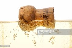 Stock Photo : floating champagne cork in flute