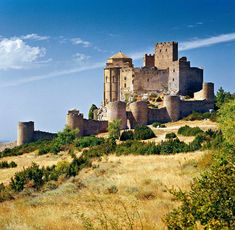 Castillo de Loarre (Loarre, Huesca) Castle House, Balearic Islands, Spain And Portugal, Medieval Castle, Abandoned Places, Travel Pictures, Monument Valley, Places To Go, Beautiful Places