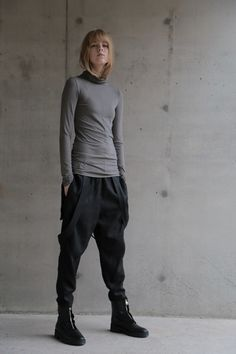 Long Back Turtleneck and Drop Crotch Pants with Straps Androgynous Fashion Women, Drop Crotch Joggers, Badass Style, Casual Summer Outfits For Women, Tsumtsum, Pants For Women, Clothes For Women, Pants Pattern, Dark Fashion
