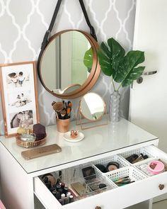 home interior decor Home Decor Mirrors, Modern Bathroom Decor, Home Decor Kitchen, Modern Decor, Small Bathroom, Rustic Houses Exterior, Rustic Home Interiors, Aesthetic Room Decor, Decoration Design