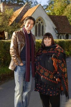 Richard Armitage as Harry Jasper Kennedy and Dawn French as Geraldine Granger in The Vicar of Dibley Richard Armitage, British Comedy, British Actors, British Humour, Welsh, Vicar Of Dibley, Dawn French, Vicars, Movie Shots