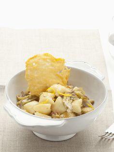 L'inverno è il periodo dei carciofi, ecco un modo per sfruttarli: gnocchi con carciofi e cialda di parmigiano