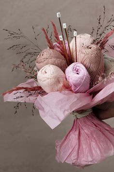 DIY gift idea for all yarn lovers! Create an entire bouquet of yarn flowers! Perfect birthday gift for everyone who loves to knit and crochet. Check out how to make your own creative bouquet on our website and find more craft ideas and inspiration. Craft Gifts, Diy Gifts, Handmade Gifts, Yarn Crafts, Diy And Crafts, Food Bouquet, Edible Bouquets, Yarn Flowers, Craft Projects