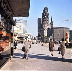 Willi Pragher, View from the Hardenbergstraße to the Kaiser Wilhelm Memorial Church in Berlin-Charlottenburg, 1965.