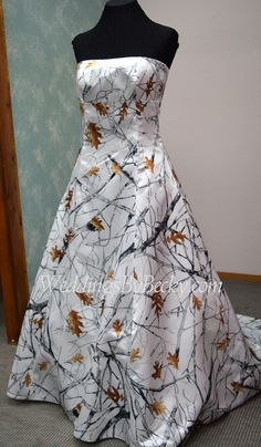 Truetimber Camo Wedding dress   Abigail  . We ship USA and Canada. Camo  Wedding 8ffbb710e7ac