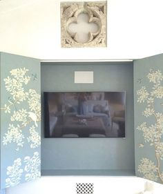 Cover with wallpaper these three panels hid the big tv--#conceptcandieinteriors #homedecor #wallpaper