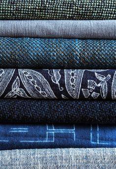 ババグーリ横浜タカシマヤで藍とインディゴ展 2016.6.15(水) - 21日(火) 古来から天然の染料として、さまざまな地域で使われてきた藍の色。 生地を強くする効果がある藍染めは、 野良着やデニムなど実用面でも重宝され 今のわたしたちの暮らしにも自然と馴染みます。 牛革のメッシュバッグに、ミシンステッチの絞りのシーツ バティックのサロンなど、色々な素材や技法を工夫し 藍やインディゴで染めあげた、 <ババグーリ>オリジナルのアイテムを中心にご紹介いたします。 ババグーリ横浜タカシマヤ店