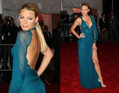 Here, Blake is dressed in a lovely versace evening gown (OMFG! Blake Lively picked a super-thigh-high super low-cut Versace dress. Celebrity Inspired Dresses, Celebrity Wedding Dresses, Celebrity Style, Blake Lively Moda, Blake Lively Style, Vestidos Versace, Costume Institute, Red Carpet Fashion, Dress To Impress