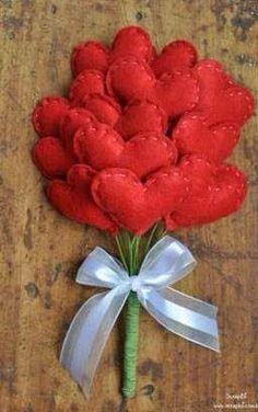 How to create a bouquet of felt hearts - Inspiring-Come creare un bouquet di cuori in feltro – Ispirando Valentine Hearts Felt Bouquet – Final - Valentine Day Crafts, Valentine Decorations, Holiday Crafts, Valentines, Felt Flowers, Fabric Flowers, Diy And Crafts, Crafts For Kids, Fabric Hearts