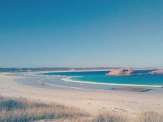 Our first sightings of some proper WA beaches and we've been blown away!!! 🌻🌞🌊😄 #beach #sun #oceon #oz #nomaderhowfar