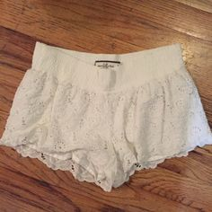 Abercrombie & Fitch Lace Shorts Worn 4 times. Good condition.   ✔️Shipped ASAP  ✔️Bundles ❌PayPal ❌Trades Abercrombie & Fitch Shorts