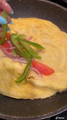 Mexican Food Recipes, Keto Recipes, Cooking Recipes, Dessert Recipes, Breakfast Dishes, Breakfast Recipes, Quick Keto Breakfast, Breakfast Quesadilla, Food Videos