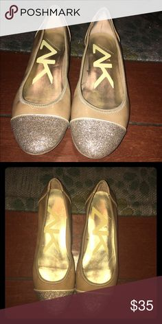 Gold flats 7.5 Like new, super cute just too small for me Anne Klein Shoes Flats & Loafers