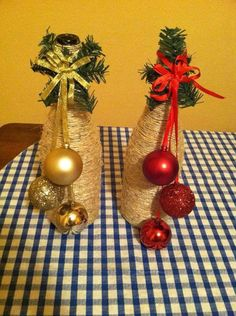 34 Awesome Ideas for Decorating with Wine Bottles Garrafas De Vinho Recicladas Glass Bottle Crafts, Wine Bottle Art, Diy Bottle, Diy Craft Projects, Diy Crafts, Holiday Crafts, Christmas Crafts, Christmas Decorations, Christmas Centerpieces