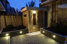 Tuinaanleg in voorburg inclusief plaatsen van een lugarde tuinhuis en in-lite tuinverlichting